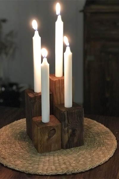 De två mörkare klossarna är betsade med Lackbets Aqua Mörk Ek och de två ljusare är betsade med Brun