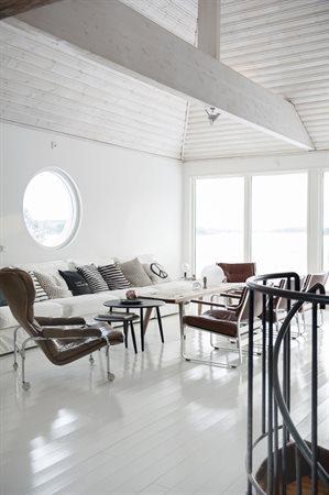 vitt rum soffa